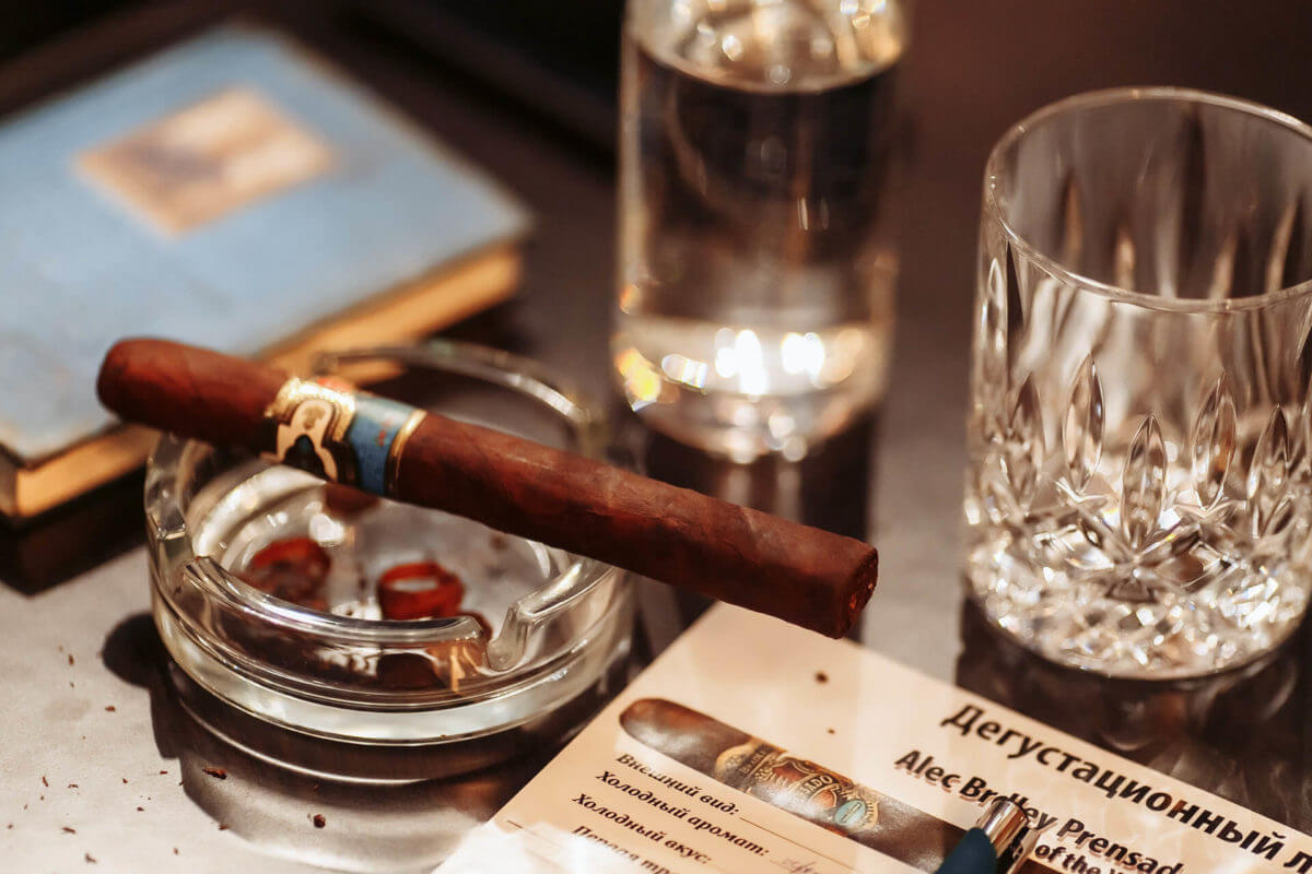 Cigar evenings and Enogastronomy in HUSH